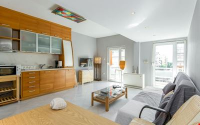 Comfortable,Bright,71sqm(Easy free parking)