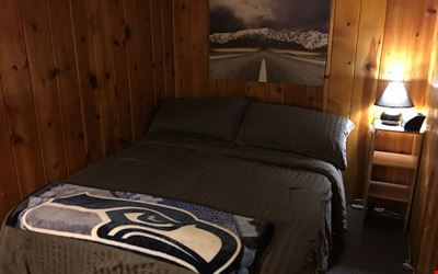 Great 1 bedroom in Seattle right off the lake