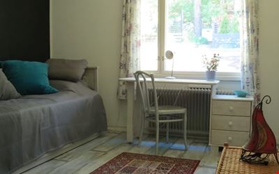 Cozy room in a personal row house with breakfast