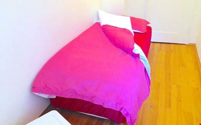 For female Guests, small. Rooms, central, metro 150m