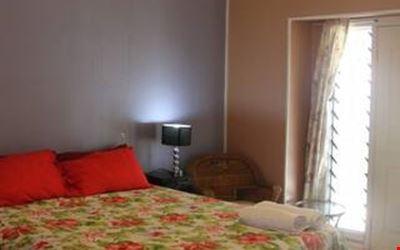 Apaula Stay-Inn's Garden Room