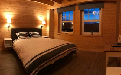 Cozy room (a) located 2 km from the circuit