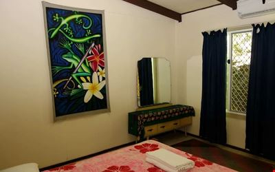 Double room in hilltop oasis - Close to the CBD!