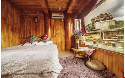 Tibetan Woody Double Room with View