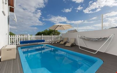 Double room with heated pool, sea view