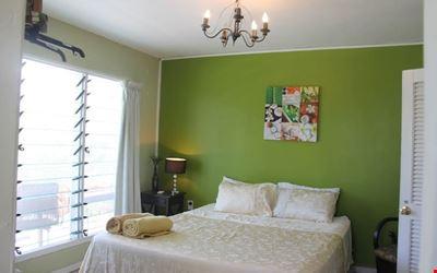 Apaula Stay-Inn's Breezy Sunrise Room