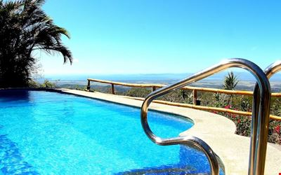 LUSH APARTMENT, SWIMMINGPOOL WITH GREAT OCEANVIEW