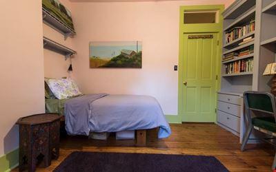 Cozy, sweet, single-bed near T