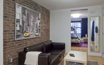 Live like a New Yorker and stay in a Manhattan Brownstone!