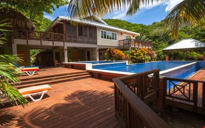 Secluded Beachfront Luxurious Villa on Camp Bay Beach Fully staffed