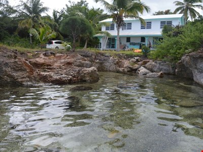 6 bed/4 bath oceanfront home with fully equipped kitchen, sleeps 10