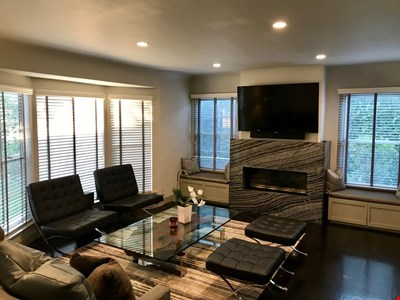Gorgeous Private Home, grassy yard, Central to all the best of Los Angeles!