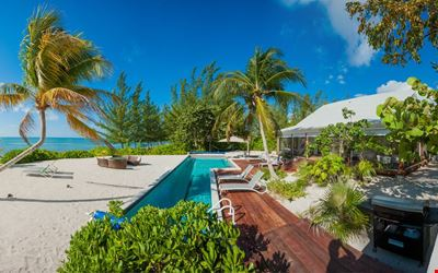 SUMMER PROMO - 5 Bedroom Ultra-Chic Beachfront Cottage with Private Pool
