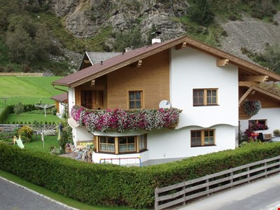 Cozy apartment in Neustift with free entry to the swimming pool