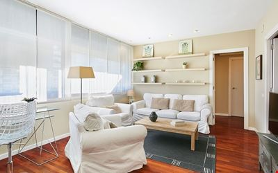 Property with parking, wifi, metro & at only 8 min.from city centre by metro.