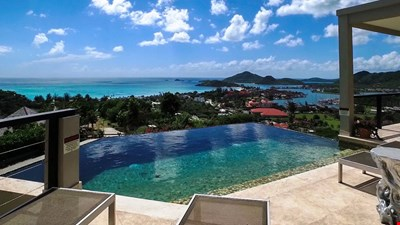LUXURY AT ITS BEST, INCREDIBLE VIEWS, INFINITY POOL, PRIVATE, READ OUR REVIEWS!