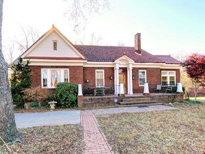 Gated Italianate Villa minutes to Downtown..Best location!