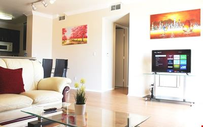 NEW & LARGE LUXURY 2+2 CONDO+PRIVATE PATIO near ROOSEVELT/WALK-OF-FAME