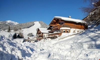 Comfortable apartment in a beautiful south facing directly at the ski slope