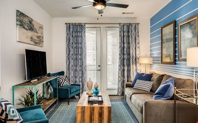 Dazzling 2BR w/ Pool in Heart of Music Row