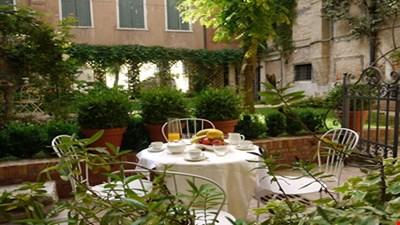 Charming apartment with garden in the heart of Venice