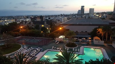 Bright Fully Furnished Apt with ocean view (Lrg Pool, Gym) Brentwood, W. LA