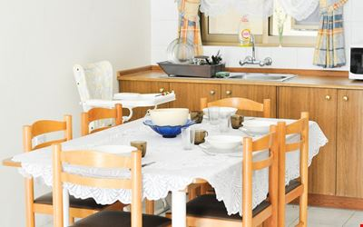 Spacious apartment, Ideal for families or sharing groups close to the nice sandy beach of the famous Mellieha Bay.