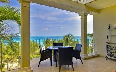 PERFECT VIEWS! 2 BR OCEANFRONT PENTHOUSE.  DIRECTLY ON GRACE BAY. AUGUST SAVINGS