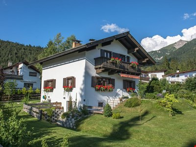 Cosy Tyrolean House, Seefeld, quiet and sunny location, close to center.